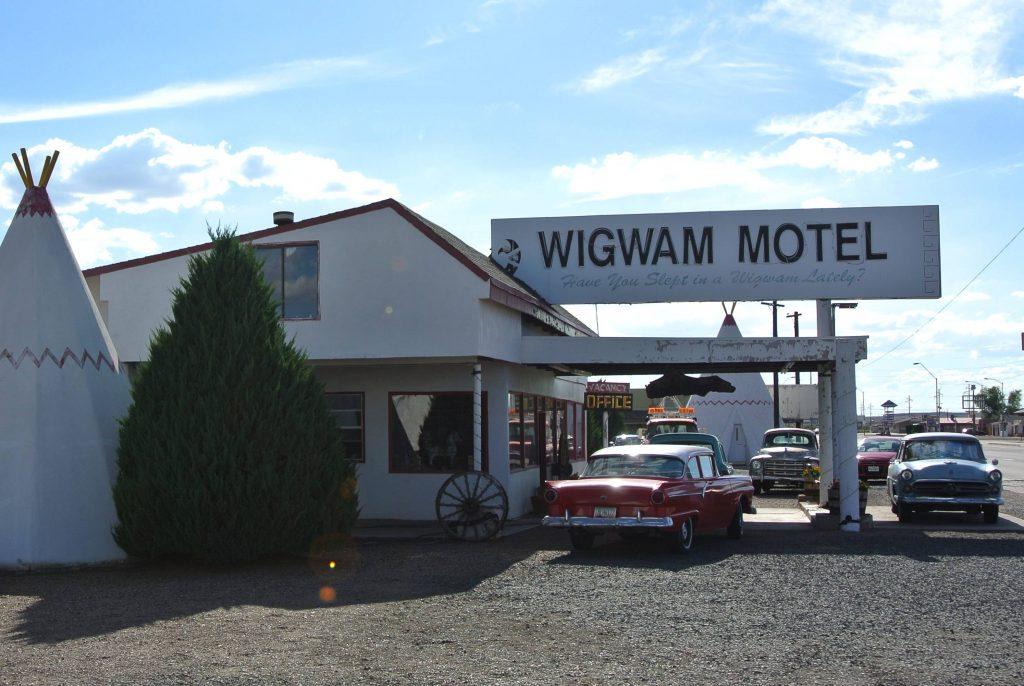 Chester E. Lewis bouwde het Wigwam Motel in Holbrook.